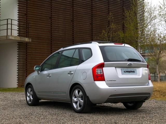 Kia Carens III (2006-2011)