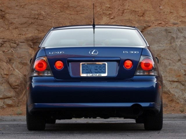 Lexus IS серии I (1999-2005)