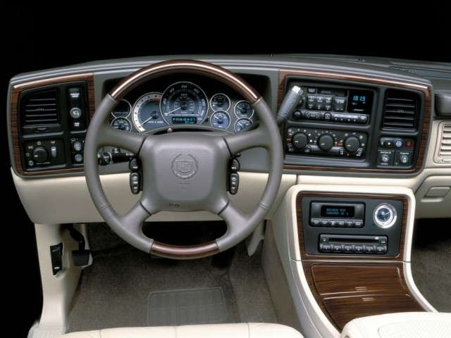 Cadillac Escalade (2003–2005)
